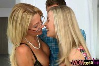 Stepmom and teen slut threesome session in