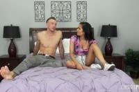 Lee brazil gets her pussy ed in a live show
