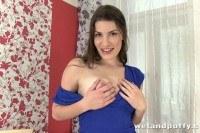 Brunette pumps her pussy