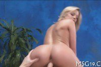Blondie enjoys blowjib