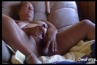 Fat granny on chair masturbate her pussy